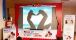 킨더초콜릿이 오는 11월 8일까지 킨더초콜릿과 함께 하는 손 그림자 캠페인을 진행한다