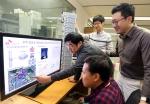SK텔레콤 구성원들이 분당 소재 네트워크 기술원에서 LTE 관련 마지막 국제규격인 LTE-A Pro의 핵심기술인 1개의 안테나로 2개의 안테나 성능을 낼 수 있는 수직 빔포밍 기술을 테스트하고 있다.