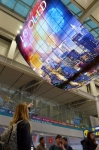 LG전자가 19일 한국의 관문인 인천국제공항 여객터미널 3층 출국장 면세구역 동편과 서편 두 곳에 각각 세계최대 규모의 올레드 사이니지 올레드 모멘트 설치를 완료했다 (사진제공: LG전자)