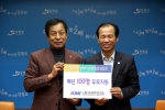 KMI 이규장 이사장(왼쪽)과 최문순 강원도지사(오른쪽)가 다문화가족 종합건강검진 지원사업을 위한 협약을 체결했다