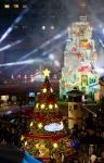 롯데월드 어드벤처가 어드벤처 1층에서 8m 크기의 대형 크리스마스 트리 점등식을 가졌다