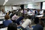 한국청소년단체협의회가 2014년 6월 25~26일 국제청소년센터 개최한 제58회 청소년단체전문연수에서 참가한 청소년지도자들이 청소년단체활동 실시에 따른 응급처치의 일환으로 심폐소생술을 실습을 하고 있다