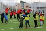 FC서울 김현성, 박용우 선수가 유소년스포츠센터 아이들과 축구클리닉을 진행하는 모습