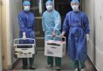 2012년 8월 16일 중국 허난(河南)성 한 병원 의사들이 신선한 이식 장기를 운반하고 있다. (screenshot via Sohu.com)