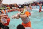 평창송어축제 맨손잡기 (사진제공: 평창송어축제위원회)