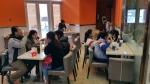 치킨파티 시닝점을 찾은 시닝시민들, 땡초 핫치킨에 대한 관심이 크다 (사진제공: 선진VFC)