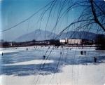 건국대가 1960년대 얼어붙은 건국대 호수에서의 스케이팅 사진을 공개했다 (사진제공: 건국대학교)