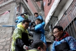 한세드림 사랑의 연탄 나눔 봉사 활동에서 연탄을 나르는 직원들의 모습 (사진제공: 한세드림)