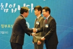 일화가 2015 노사문화 대상 시상식에서 고용노동부장관상을 수상했다