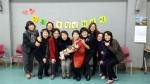 퇴임식후 동료들과 기념촬영을 하고 있는 김복려부장