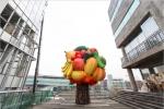 서울문화재단, 공공미술 조형물 7m 대형 '과일나무' 설치해 일반에 공개