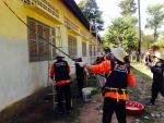 지난 연말 교촌 임직원들이 캄보디아 씨엡립에 위치한 왓쁘라삿 초등학교를 찾아 해외 나눔 봉사를 펼쳤다 (사진제공: 교촌에프앤비)