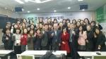 문용린 前 교육감이 독서경영대학 강연후 수강생들과 단체사진을 찍고 있다. (사진제공: 국민독서문화진흥회)