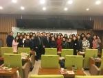 이석연 前 법제처장이 독서경영대학 강연후 수강생들과 단체사진을 찍고 있다. (사진제공: 국민독서문화진흥회)