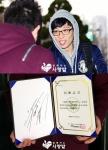 중국 유재석 팬클럽에서 유재석의 이름으로 사회복지 NGO단체 함께하는 사랑밭에 연탄 7012장을 기부했다.