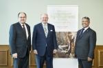크리스티안 슈미트(Christian Schmidt) 독일 연방식량농업부 장관, 마틴 리첸하겐(Martin Richenhagen) AGCO 코퍼레이션(AGCO Corporation) 회장/사장/최고경영자, 기븐 루빈다(Given Lubinda) 잠비아 농업 및 목축 장관이 2016 AGCO 아프리카 서밋에 참석했다.