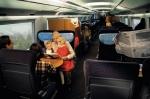 독일 이체에(ICE)열차 타고 여행하는 현지인들 (사진제공: 레일유럽)