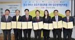 서준희 BC카드 사장(오른쪽 두번째)과 성보미 UPI 한국지사 대표(오른쪽 세번째), 남경필 경기도지사(오른쪽 네번째), 홍승표 경기관광공사 사장(왼쪽 두번째) 등이 MOU를 체결하고 있다