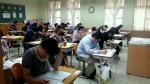 수험생들이 CS클레임관리사 시험을 치르고 있다