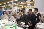 국무 총리 참석한 '임금 체계 개편 우수기업 현장 간담회', 한국몰렉스에서 열려