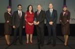 (좌로부터) 에티하드항공 승무원, 에티하드항공의 기업 및 대외 분야 담당 선임 부사장 하렙 알 무하이리(Hareb Al Muhairy), ATW 편집장 카렌 워커(Karen Walker), 에티하드항공 CEO 제임스 호건(James Hogan), 에티하드항공 CFO 제임스 리그니(James Rigney), 에티하드항공 승무원