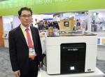 영일교육시스템이 세계 최초 풀컬러 데스크탑 3D 프린터 엠코 아크의 국내 판매사를 모집하고 있다