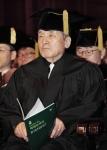 60년대 한국 교회 최초로 헌혈운동을 시작하고, 병원 선교를 정착시키는데 공헌한 최복규 씨(한국중앙교회 원로목사, 81)가 건국대서 명예졸업장을 받게 됐다 (사진제공: 건국대학교)