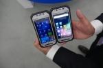 파나소닉이 세계 최경량의 러기드 터프패드(Toughpad)를 출시했다. 윈도우용 4.7인치 FZ-F1(좌)/안드로이드용 FZ-N1(우) (사진제공: Panasonic System Communications Company Europe (PSCEU))