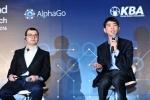 질문에 답변 중인 이세돌 9단. 왼쪽은  '알파고'의 개발을 진두지휘한 딥마인드 데미스 하사비스 CEO (사진제공: 한국기원)