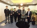 (주)티앤비뮤직의 대표이사이자 미야자와 아티스트인 플루티스트 박태환(우에서 세번째)과 일본 미야자와사의 사장 및 임원진들