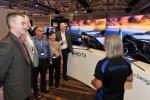 삼성전자가 지난 8일부터 11일(현지시간)까지 미국 샌디에이고 맨체스터 그랜드 하얏트 호텔에서 개최한 전미 세일즈 미팅에서 미국 주요 거래선들이 SUHD TV 신제품을 관심있게 살펴보고 있다