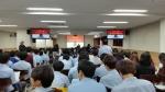 중·고등학교에서 전뇌 학습 공부 방법을 강의 중인 김용진 박사