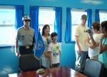 코스모진 여행사 외국인 안보 관광객의 모습이다