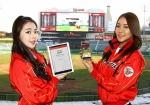 SK와이번스 치어리더들이 인천SK행복드림구장의 초대형 전광판에서 진행되는 홈런 게임에 태블릿PC와 휴대폰을 통해 참여하고 있다