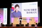 3일 경희대 평화의전당에서 한국장학재단이 주최한 제7기 코멘트데이에 이준식 부총리 겸 교육부장관이 참석하여 박근혜 대통령의 축사를 대독했다