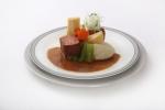 ICP 셰프 요시히로 무라타의 미소된장 수비드 야마토식 소고기 요리와 일본식 조림야채 니모노