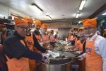 한국교직원공제회 임직원 45명이 다일공동체 밥퍼나눔운동본부를 찾아 무료급식봉사활동을 펼쳤다