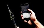 티틀이 스마트폰 앱과 블루투스로 연결되어 있는 모습