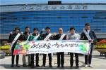 금산군 공무원들과 금산군인삼약초기업인협의회 직원 20여명이 금산인삼창원특별전을 알리기 위한 거리 홍보 캠페인을 펼쳤다