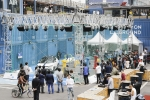 참가자들이 메인이벤트인 장애물 통과 콘테스트 드론 챌린지에 출전하여 실력을 겨루고 있다
