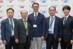세계적인 단일벽탄소나노튜브 제조 기업 옥시알과 덕산약품공업은 SWCNT 기반 제품 개발 및 생산 협력을 위한 장기 파트너십을 체결했다. 파트너십 체결 후 기념 촬영을 하고 있는 빅토르 김 옥시알아시아퍼시픽 CEO(가운데)와 고영채 덕산약품공업 대표(왼쪽에서 두 번째).