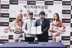 금호타이어 소속 엑스타 레이싱팀과 아시아 1위의 휠 제조업체인 핸즈코퍼레이션이 24일 용인에 위치한 스피드웨이에서 엑스타 레이싱팀 후원 조인식을 체결했다