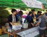 에땅이 7일 시립 은평의마을에서 열린 제50회 봄먹을거리 장터에 참석해 피자와 치킨으로 나눔을 실천했다