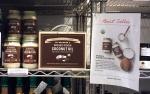 딘앤델루카에서 판매되고 있는 닥터 브로너스 유기농 버진 코코넛오일과 한정판 레시피북