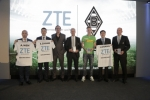 기자회견장의 ZTE 및 독일 축구팀 보루시아 묀헨글라트바흐 대표