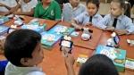 SK텔레콤은 13일(현지시각) 파라과이 최대 지자체인 센트럴주와 스마트로봇 알버트 1만대 수출 및 소프트웨어 교육인 코딩스쿨 시범 사업 추진을 위한 위한 양해각서(MoU)를 체결했다고 15일 밝혔다. 사진은 센트럴주의 한 초등학교에서 스마트로봇 알버트를 활용한 교육을 받고 있는 학생들의 모습.