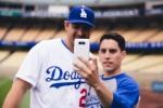 LG전자는 15일(현지시간) LA 다저스 홈구장 다저 스타디움에서 LG G5 Day를 개최해, G5와 프렌즈 체험존, 이벤트 등 야구팬 대상으로 체험 마케팅을 전개했다