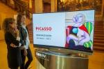 LG전자는 헝가리 국립 미술관에서 열리고 있는 '피카소 展'에 77형 울트라 올레드 TV(모델명: 77EC9800) 1대, 55형 올레드 TV(모델명: 55EA9800) 2대 등 총 3대의 올레드 TV를 설치하고 피카소의 작품들을 소개하고 있다.