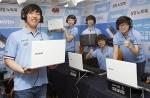 지난 21일 결승전을 치른 포스텍 포항클래스팀이 서울 선릉에 위치한 인벤 스튜디오에서 삼성 노트북 5 을 소개하고 있다