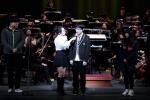 청소년을 위한 오케스트라 공연 장면이다